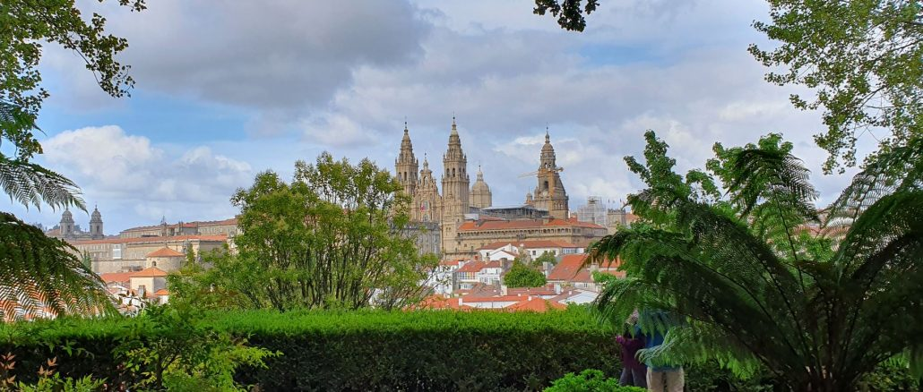 Vista della cattedrale dal parco dell'Alameda nella città di Santiago de Compostela